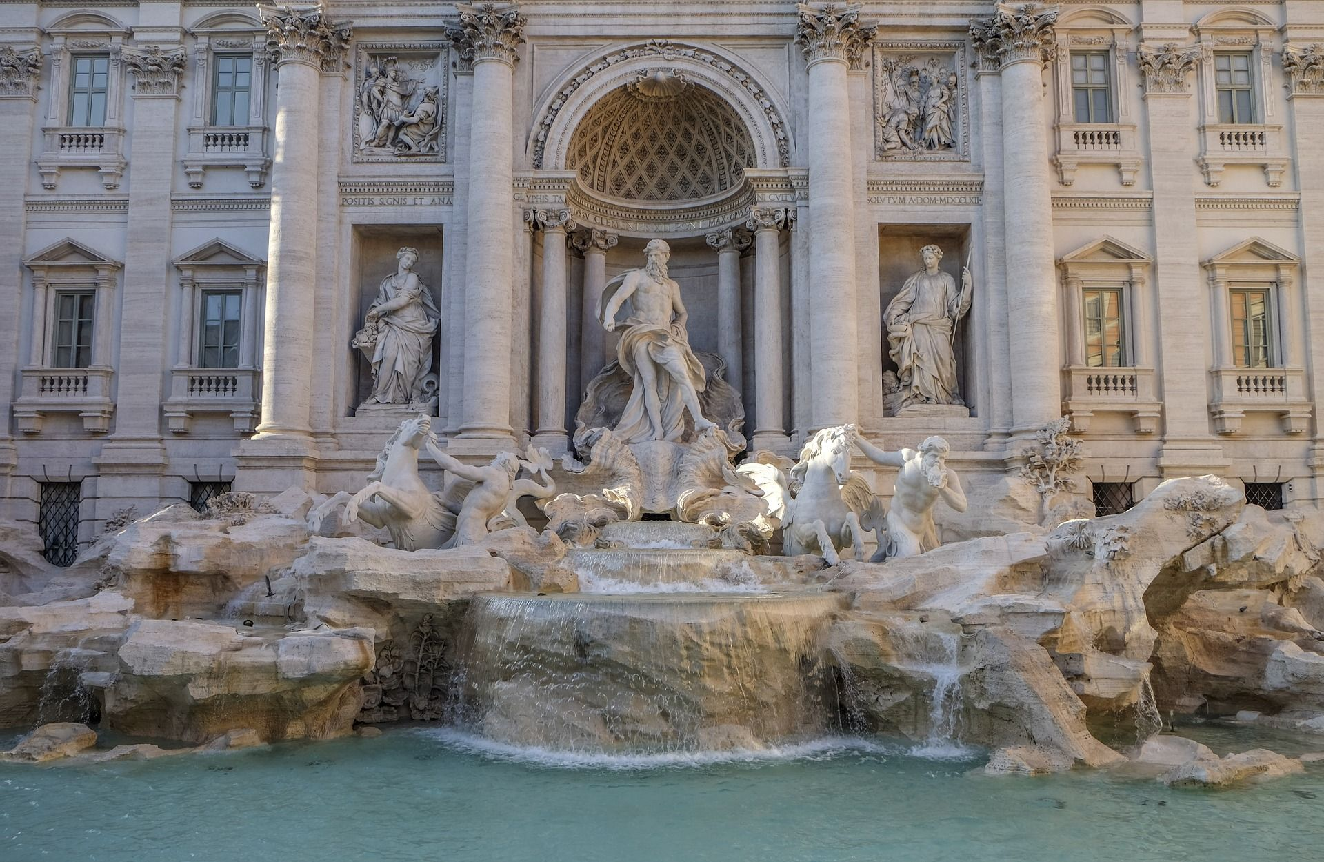 trevi-fountain-2796710_1920.jpg